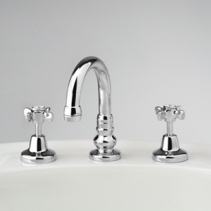 Heritage Basin Set with Swivel Gooseneck Outlet