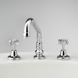 Heritage Basin Set with Swivel Upswept Outlet