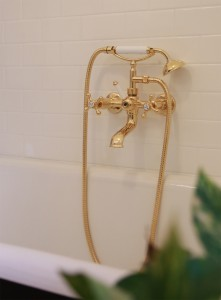 Photo: RU9481AB-DCNS in Antique Brass (AB) finish with Diverter Lever Colour Insert Upgrade
