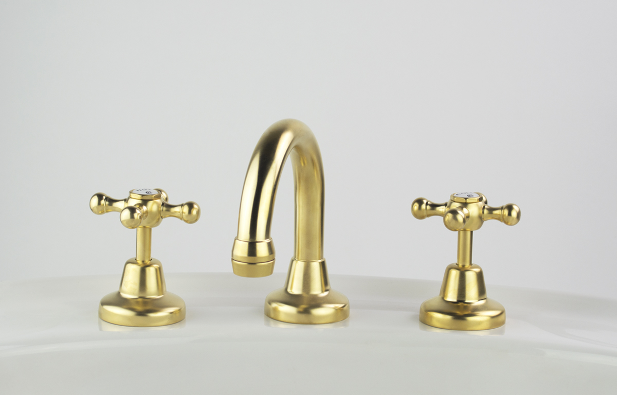 Roulette Basin Set with Fixed Gooseneck Outlet in Dull Antique Brass Finish