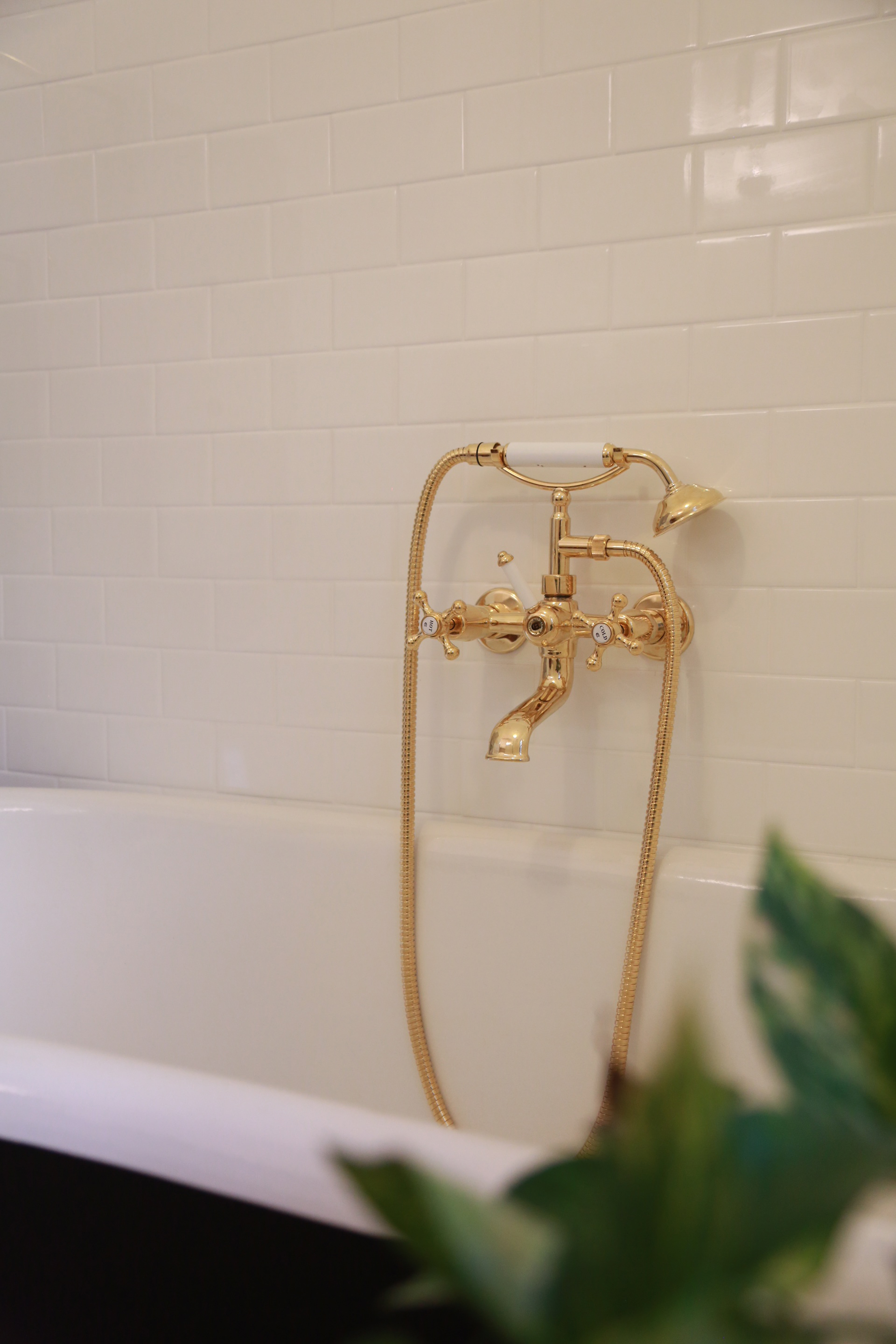 Roulette Cast Bath/Shower Diverter with Cradle & Handshower in Antique Brass finish with White Diverter Lever Upgrade